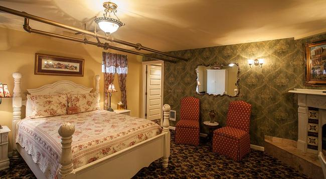 Lion and the Rose Victorian Bed & Breakfast - ポートランド - 寝室