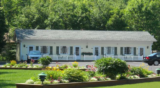 Cromwell Harbor Motel - バー・ハーバー - 建物