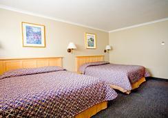 Surf Motel And Gardens - Fort Bragg - 寝室