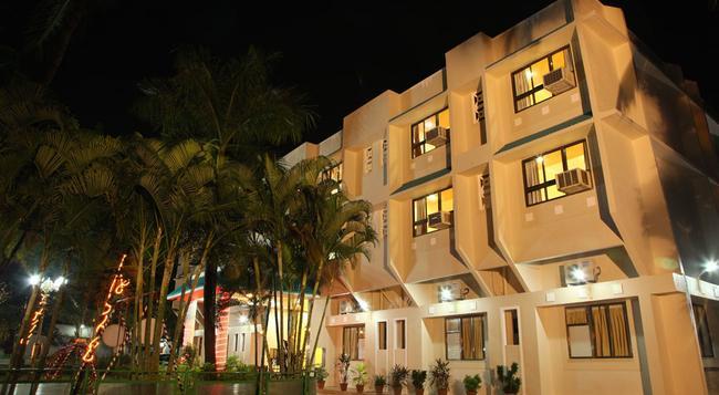 Hotel Ravikiran - Alibag - 建物