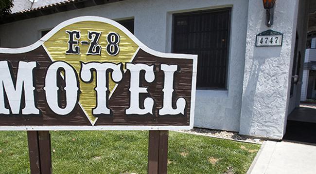 EZ 8 モーテル オールド タウン - サンディエゴ - 建物
