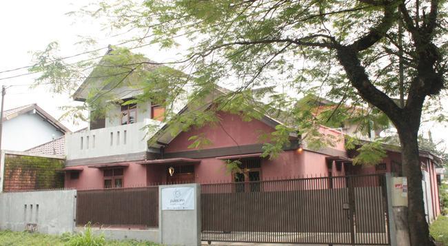 プラス イン - バンドン - 建物