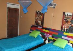 Flintstones Backpackers - ルサカ - 寝室