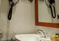 aparthotel capitolina - メリダ - 浴室