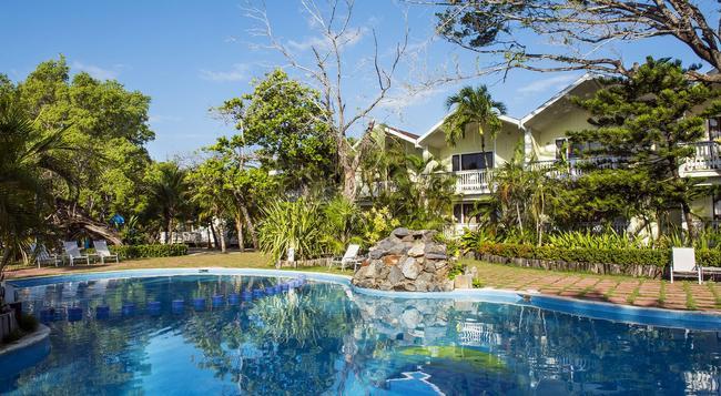 Fantasy Island Beach Resort - ロアタン島 - プール