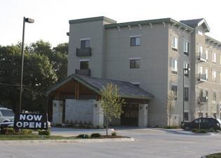 Parkwood Inn & Suites