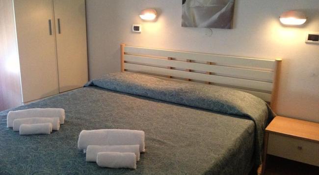 ホテル ヴィラ アルロッティ - リミニ - 寝室