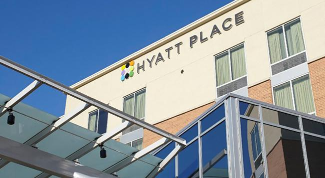 Hyatt Place Chicago/O'Hare Airport - ローズモント - 建物
