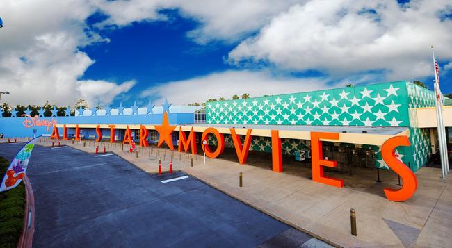 Disney's All-Star Movies Resort - レイク・ブエナ・ビスタ - 建物