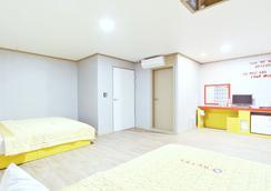 G Hotel - プサン - 寝室