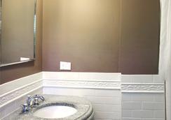 ロングウッド イン - ブルックライン - 浴室