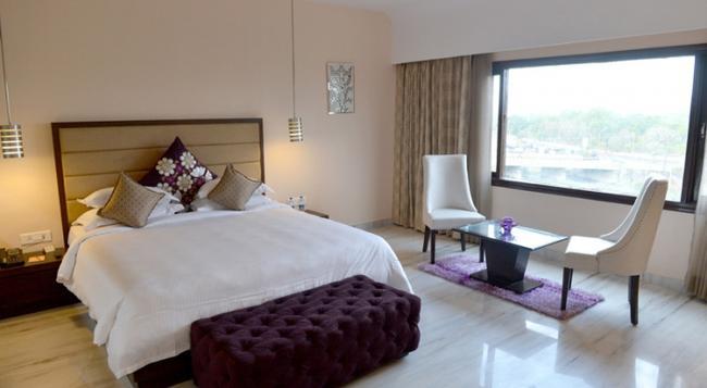 Q Hotel - ウダイプール - 寝室