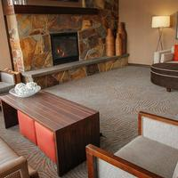 The Inn on Lake Superior Lobby Sitting Area