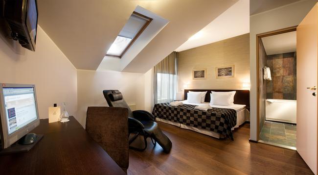 ザ フォン ステッケルバーグ ホテル タリン - タリン - 寝室
