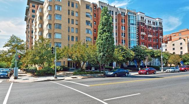 Ginosi Potomac Apartel - ワシントン - 建物