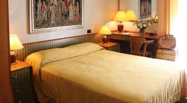 Hotel Marittima - リミニ - 寝室