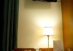 ホテル コンチネンタル - レッジョ・ディ・カラブリア - 寝室