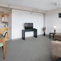 40 バークレー Living Room