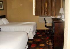 Stonebridge Hotel - フォートマクマレー - 寝室