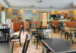 Comfort Inn West - オタワ - レストラン