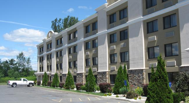 Holiday Inn Plattsburgh (Adirondack Area) - プラッツバーグ - 建物
