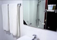 ニュー ペニンシュラ ホテル - ドバイ - 浴室
