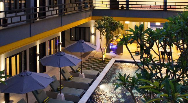 パロマ ホテル クタ - レギャン - プール