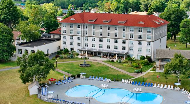 Fort William Henry Hotel and Conference Center - レイク・ ジョージ - 建物