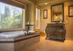 E'Laysa Guesthouse and Vineyard Retreat - ペンティクトン - 浴室