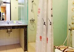 Sweet Karina Hotel - バンドン - 浴室
