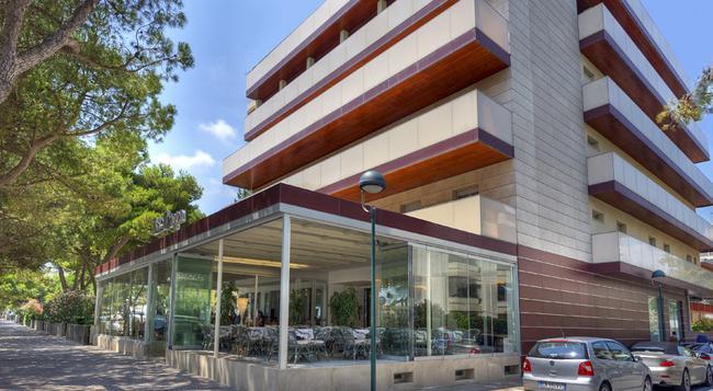 Hotel Europa - リニャーノ・サッビアドーロ - 建物