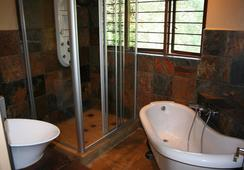 Fumanekile Lodge - ネルスプロイト - 浴室