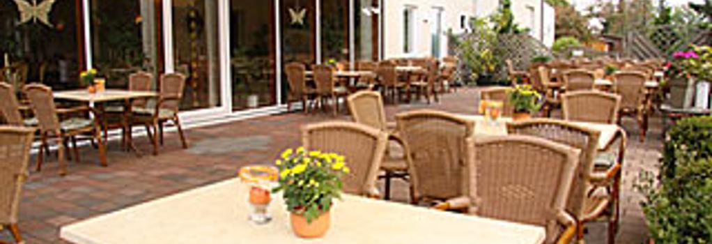 Landhaus Jägerkrug - パーダーボルン - レストラン