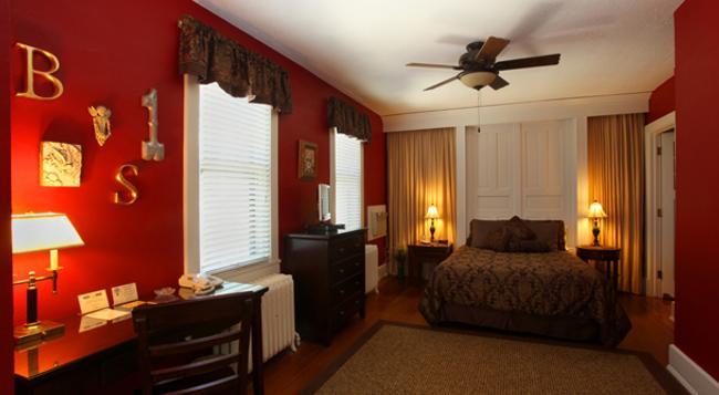 The Brown Street Inn - Iowa City - 寝室