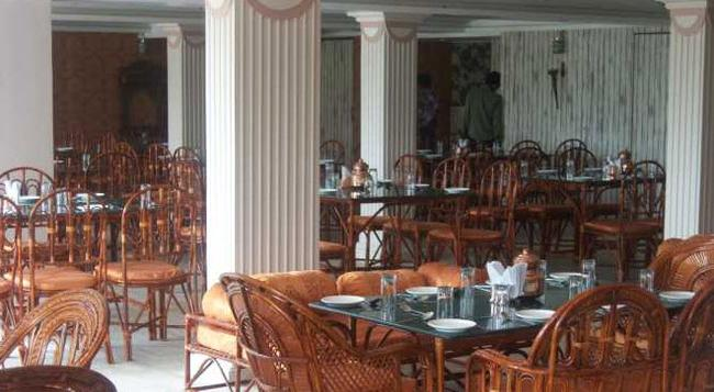 Hotel Maan Residency - アーメダバード - レストラン