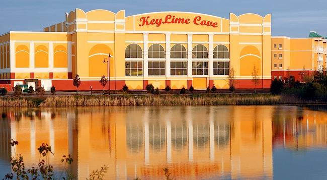 KeyLime Cove Indoor Waterpark Resort - ガーニー - 建物