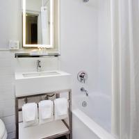 ロー NYC アット タイムズ スクエア Guest Bathroom