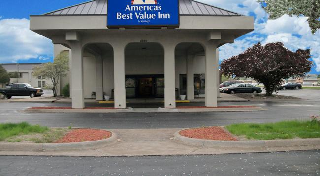 Americas Best Value Inn Moline - モリーン - 建物