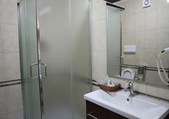 ダイナスティー ホテル - ティラナ - 浴室