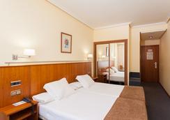 Hotel Ciudad De Compostela - サンティアゴ・デ・コンポステーラ - 寝室