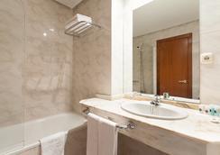 Hotel Ciudad De Compostela - サンティアゴ・デ・コンポステーラ - 浴室