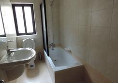 ユーロクラブ ホテル - カウラ - 浴室