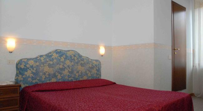 ホテル カプリ - ローマ - 寝室