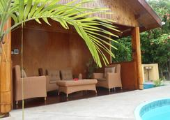 Reef Holiday Apartments - Anse Aux Pins - プール
