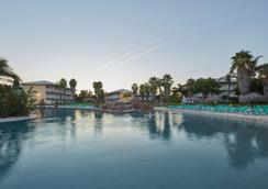 Portaventura Hotel Caribe - Theme Park Tickets Included - サロウ - プール