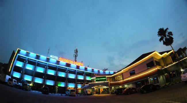 Hotel Swarna Dwipa - パレンバン - 建物