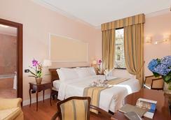 アンバシアトーリ パレス ホテル - ローマ - 寝室