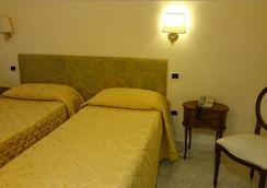 ホテル サン シルヴェストロ - ローマ - 寝室