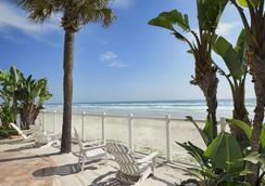 Days Inn Daytona Oceanfront - デイトナ・ビーチ - ビーチ