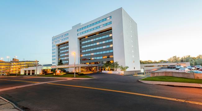 DoubleTree by Hilton Binghamton - ビンガムトン - 建物
